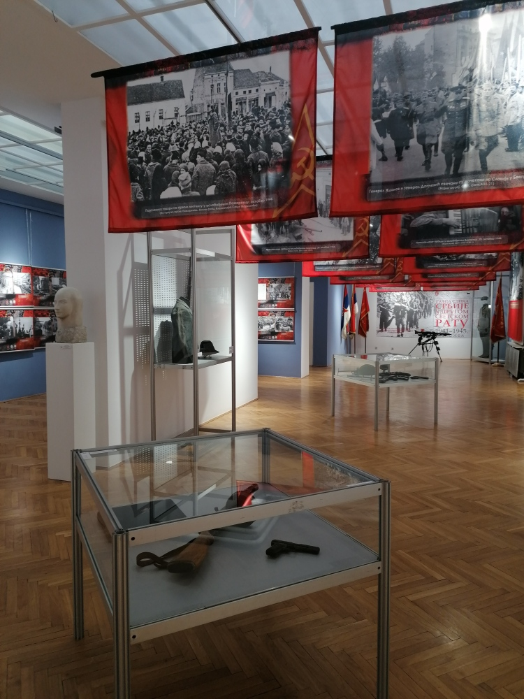 """Naoružanje na izložbi """"Ratna slika Srbije u Drugom svetskom ratu"""" u Medija centru Odbrana"""
