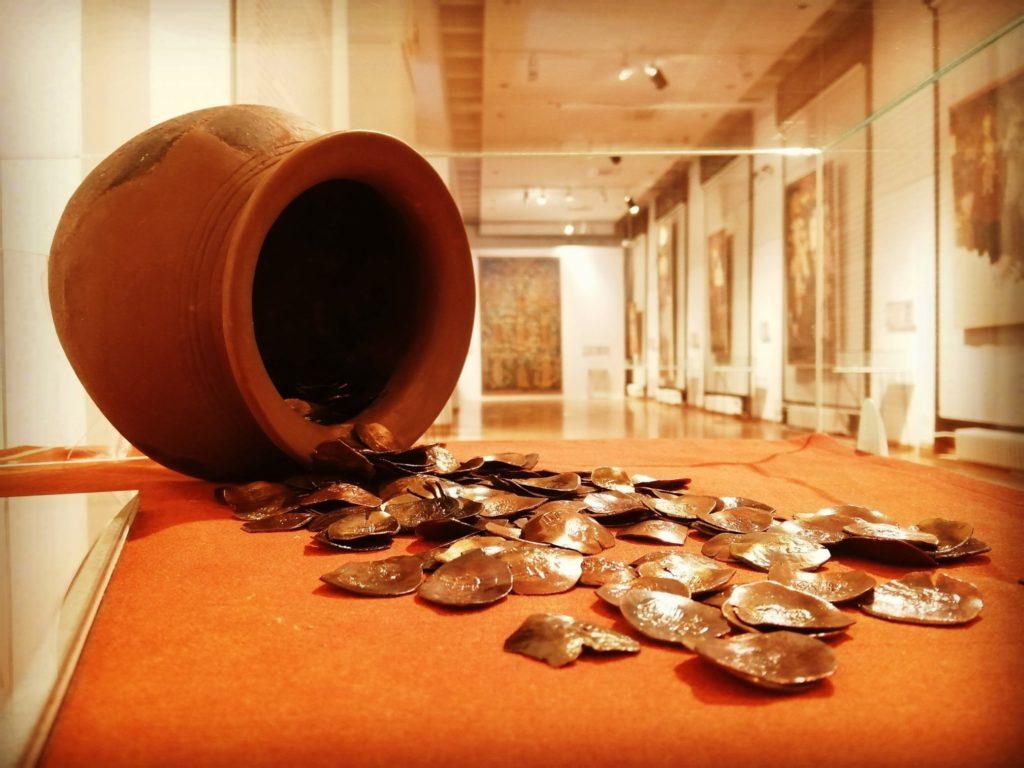 ostava-vizantijskog-cankastog-novca-13-vek-muzej-rudarstva-i-metalurgije-bor-istorijski-muzej-srbije