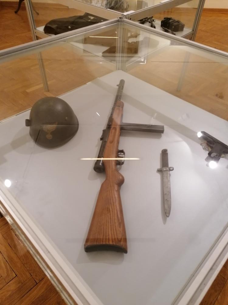 Eksponat sa izložbe u Galeriji Doma vojske Srbije u Beogradu