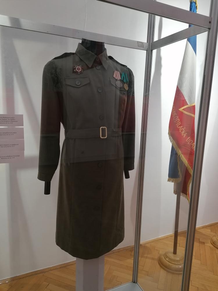 Uniforma - eksponat na izložbi u Galeriji Doma vojske Srbije u Beogradu