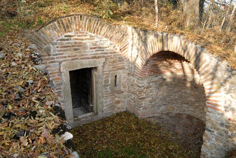 Ulaz u Rimsku grobnicu u Brestovniku