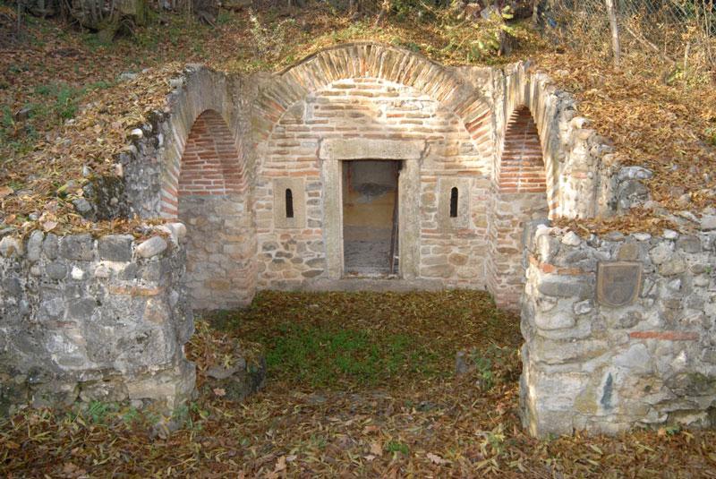 Kasnorimska grobnica u Brestovniku