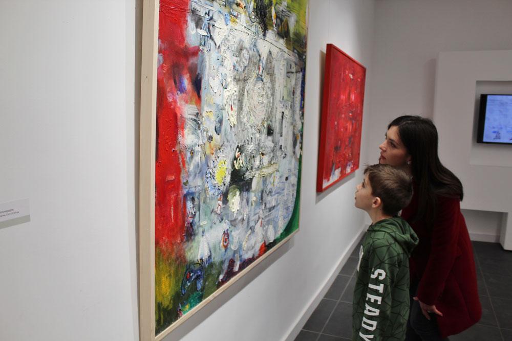 Posetioci izložbe u Galeriji savremene umetnosti, Narodni muzej u Smederevskoj Palanci