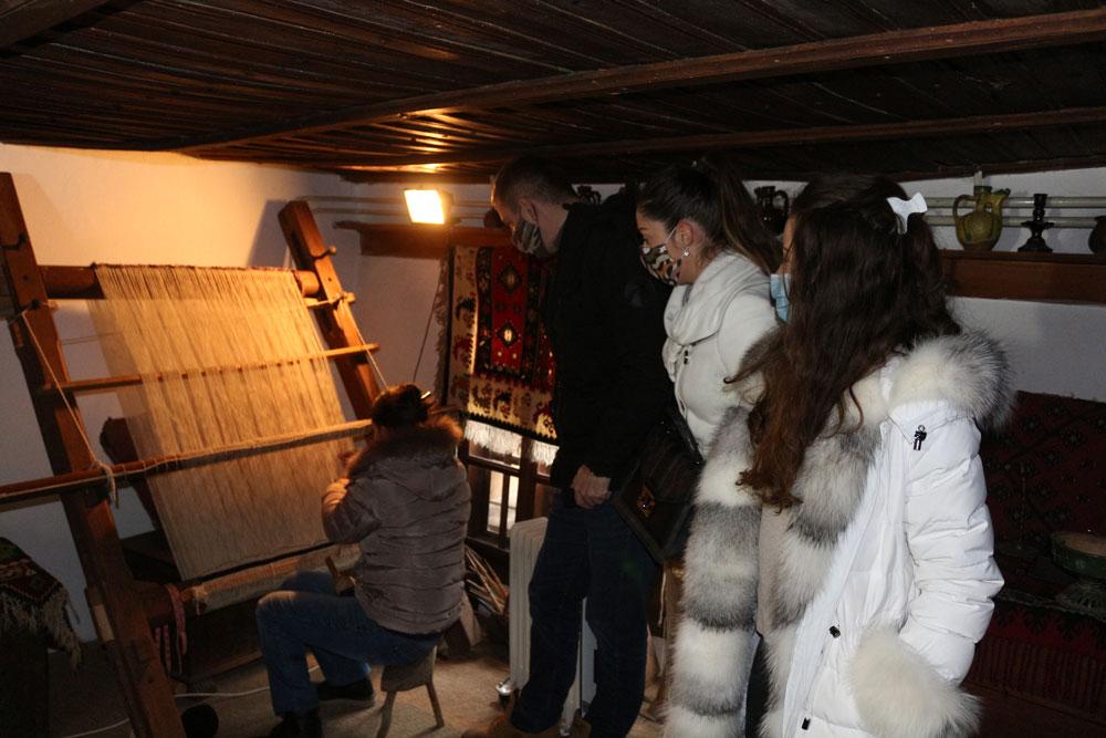 Demonstracija tkanja ćilima, Muzej Ponišavlja u Pirotu
