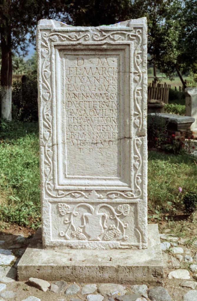 """Epigrafski rimski spomenik, Arheo-etno park u Ravni,  Zavičajni muzej Knjaževac, Manifestacija """"Muzeji za 10"""" 2021. godine"""
