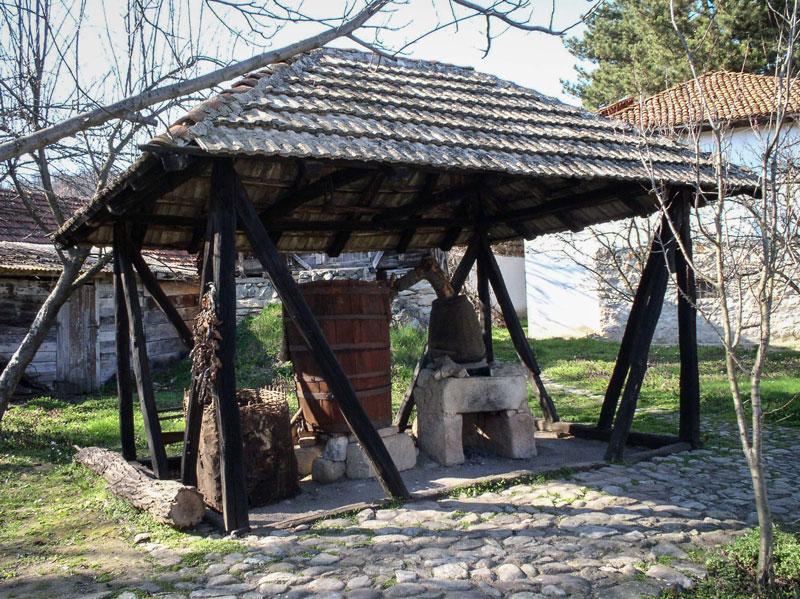 """Kazanica za pečenje rakije iz Prićevca,Arheo-etno park u Ravni,  Zavičajni muzej Knjaževac, Manifestacija """"Muzeji za 10"""" 2021. godine"""