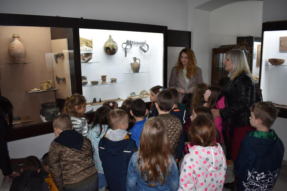 """Izložba keramike, Zavičajni muzej Paraćin, Manifestacija """"Muzeji za 10"""", 2021. godine"""