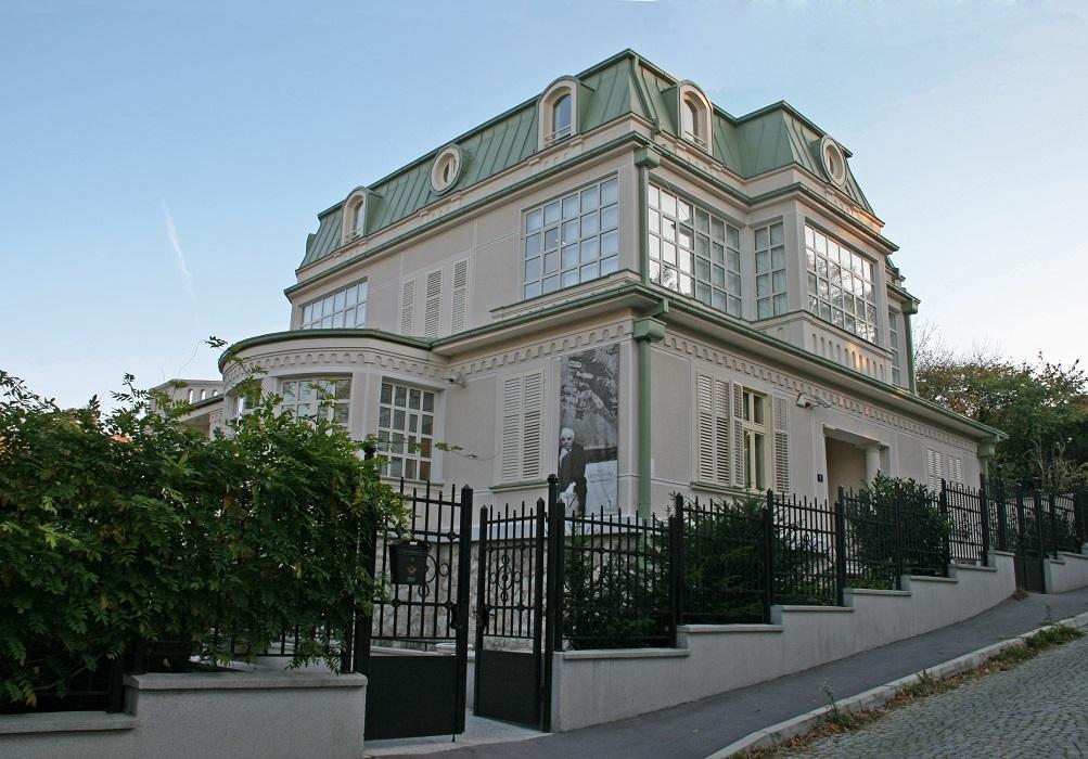 Vila u Iličićevoj ulici, Legat Petra Lubarde - Muzeji za 10