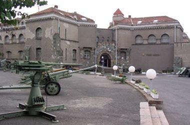 Vojni muzej u Beogradu, Zgrada na Kalemegdanu, Muzeji za 10