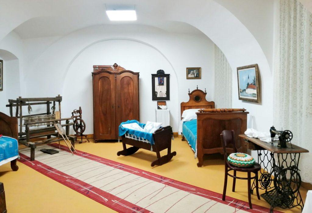 Spavaća soba - deo enterijera vojvođanske kuće, Zavičajni muzej Ruma