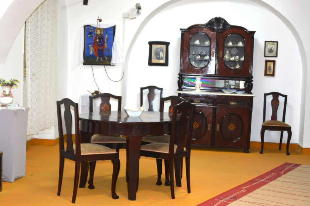 Trpezarija - deo enterijera vojvođanske kuće, Zavičajni muzej Ruma