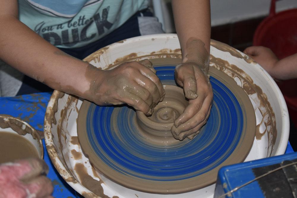 """Radionica keramike, Zavičajni muzej Paraćin, Manifestacija """"Muzeji za 10"""", 2021. godine"""
