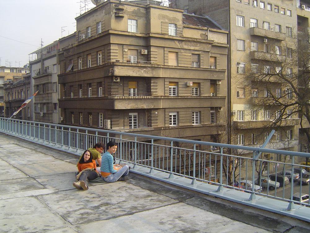 """Studenti Hemijskog fakulteta na terasi, 2005. godine,  Zbirka velikana srpske hemije, Manifestacija """"Muzeji za 10"""", 2021. godine"""