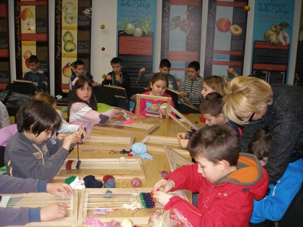 """Učimo da tkamo - radionica, Narodni muzej Toplice, Manifestacija """"Muzeji za 10"""", 2021. godine"""